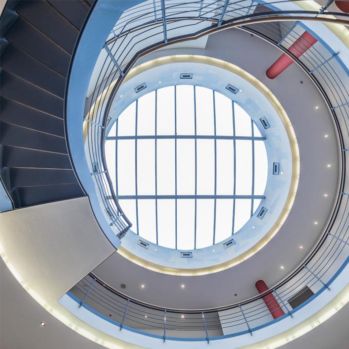 Vitrum 128 Motiv Treppe Lobby